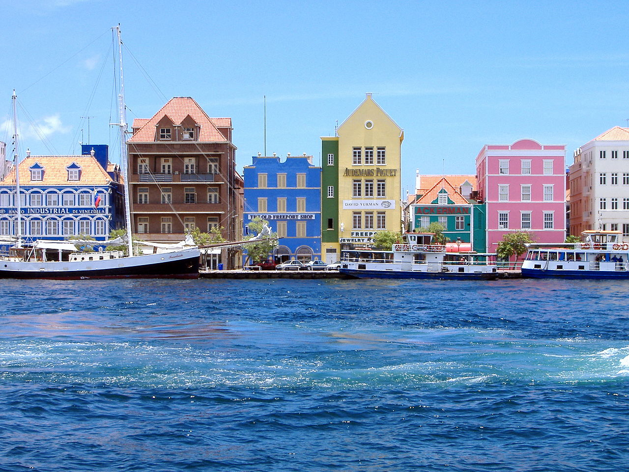 Willemstads Harbour Curacao By Mtmelendez at the English language Wikipedia