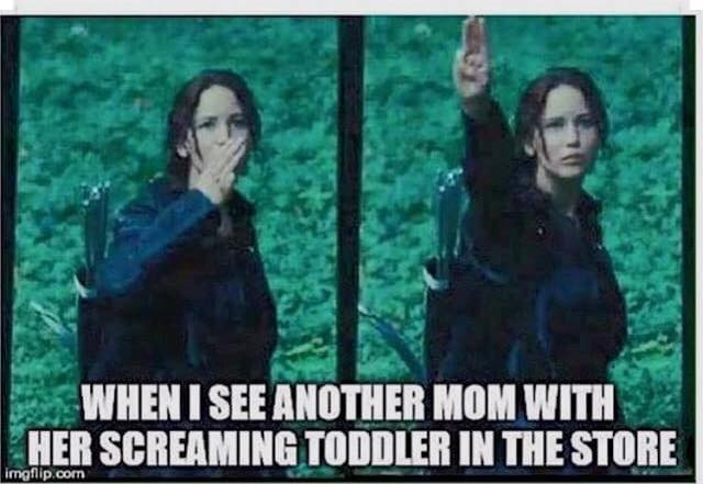 SCREAMING TODDLER IN STORE HUNGER GAMES SALUTE